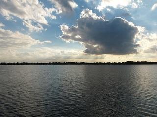 14.10.16 渡良瀬遊水地へサイクリング 043 北橋からの薄明光線.jpg