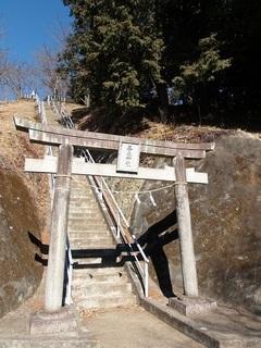 18.02.08 013 三毳神社奥社への参道.jpg
